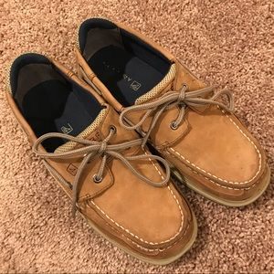 Sperry Boys Lanyard Size 5.5 Tan with Navy